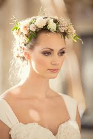flower hair tips and ideas for wearing fresh flowers in your hair for your wedding