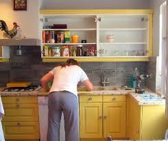 relooking cuisine ancienne relooker cuisine en bois relooker sa cuisine en deux secondes