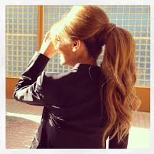 layer hair with ponytail at crown volume and wavy ponytail glitz and glamour pinterest wavy
