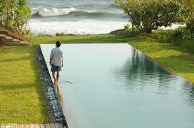 Couloir De Nage En Bois Piscine à Bali Grand Bassin De Nage De 33 X 12 Mètres C U0027est Un