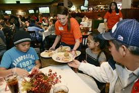 our center expects big turnout for longmont thanksgiving dinner