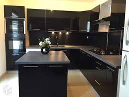 cuisine equipees cuisine équipée noir laqué en photo