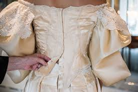bride is 11th woman in her family to wear 120 year old wedding