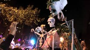 new york city haunted house halloween 2011 halloween parade in nyc greenwich village giant skeletons