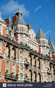 parkside victorian apartment building in knightsbridge london