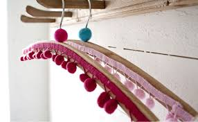 7 and creative ways to decorate clothes hangers