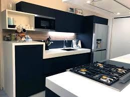 cuisine frigo americain cuisine equipee avec piano de cuisson table de cuisson gaz du piano