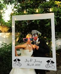 14 unique photobooth backdrop ideas for your wedding