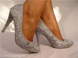 silver shoes for bridesmaids 35 best zapatos images on shoes grey wedding shoes