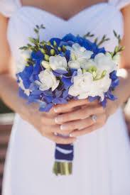 mariage bleu et blanc fleurs mariage 55 idées déco de table et bouquet de mariée