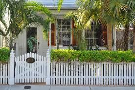 cloture jardin bois clôture de jardin en bois 80 idées pour faire un bon choix