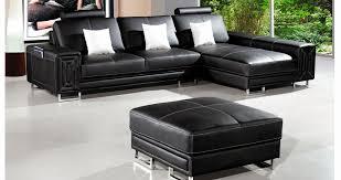 salon avec canapé noir deco salon canape noir beau assises autour de la table basse pat