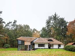 here is example how to enlarging and modernizing old country house