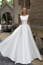 robe de mari e magnifique robe de mariée en satin duchesse avec dentelle oksana mukha