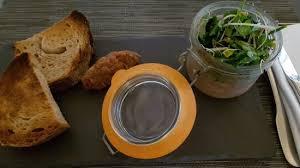 lapin de cuisine terrine de lapin maison au parfum de romarin mesclun d herbes