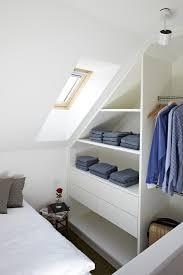 schlafzimmer mit schr ge die besten 25 moderne schlafzimmer ideen auf modernes