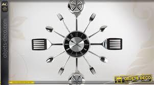 couverts cuisine horloge murale finition chromée avec déco couverts de cuisine