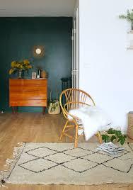 siege vintage décoration de salon de mademoiselle claudine vert forêt commode