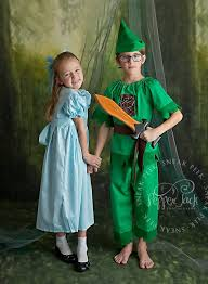 Peter Pan And Wendy Halloween Costumes by Coordinating Sibling Costumes For Halloween Popsugar Moms