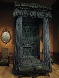 canopy bed looks sorta gothic or vampire dark and very