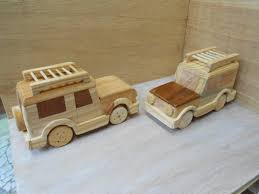 land rover wooden jeep de madeira land rover wooden toys toy and wood toys