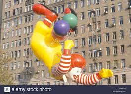 ronald mcdonald balloon in macy s thanksgiving day parade new york