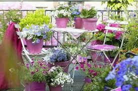 balkon gestalten ideen kleinen balkon gestalten ideen farbig frisch somerliche stimmung
