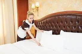 chambre de service femme de femme de chambre au service hôtelier photo stock image du