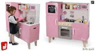 janod cuisine en bois maxi cuisine macaron avec accessoires jouet d imitation janod