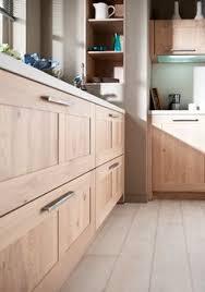 cuisine aragon couleur du mur framboise avec cuisine en bois renovation mam