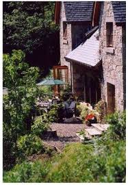 volunteer in a beautiful guest house beside a loch in the