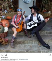 willie nelson fan page jessica simpson dresses as willie nelson for halloween daily mail