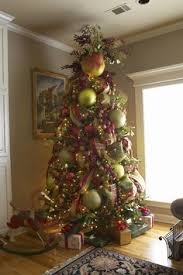 how to decorate a tree with large ornaments