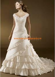 robe mari e originale robe de mariée originale avec traîne à volants col v