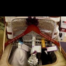 honeymoon gifts amazing gift for wedding 1000 ideas about honeymoon basket