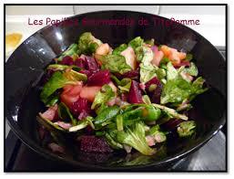 cuisiner les feuilles de betteraves rouges salade de mâche pomme de terre et betterave les papilles