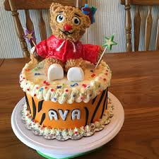 daniel tiger cake daniel tiger cake by cubby cakes