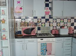 cupcake home decor kitchen oh man i wonder if i can convince the hubs to do a cupcake themed