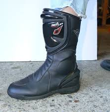 sportbike riding boots tell me where it hurts riding in the zone