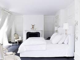 la chambre blanche chambre blanche comment la décorer pour éviter l air stérile