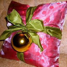 Cheap Decorative Christmas Pillows by 11 Last Minute Diy Christmas Decorations That Are Easy U0026 Cheap