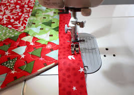 a bright corner binding tutorial for quilted tree skirt