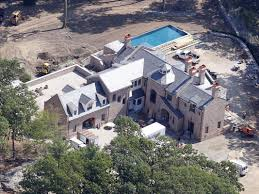 Tom Cruise Mansion by Ready Or Not Here Come Tom Brady And Gisele Bundchen Boston Herald