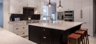 cuisine blanche classique rénovation de style classique avec armoires blanches shaker