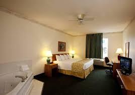 Bella Swan Bedroom Baymont Inn Mackinaw City Mi Booking Com