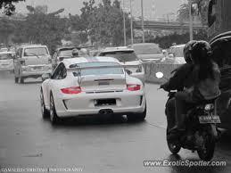 porsche 911 indonesia porsche 911 gt3 spotted in jakarta indonesia on 12 28 2012