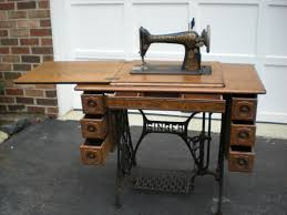 early 1900s singer treadle sewing machine with 7 drawer tiger oak