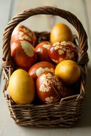 Decorating Easter Eggs With Onion Skins by Dolce Fooda Naturally Dyed And Decorated Easter Eggs Using Onion