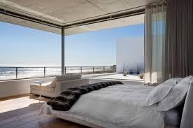 chambre contemporaine blanche design interieur chambre coucher moderne grandes feneres mer vue