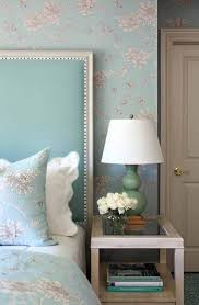 absolutely love the headboard and the floral print on both the bed absolutely love the headboard and the floral print on both the bed and the wall decor ideasdecorating